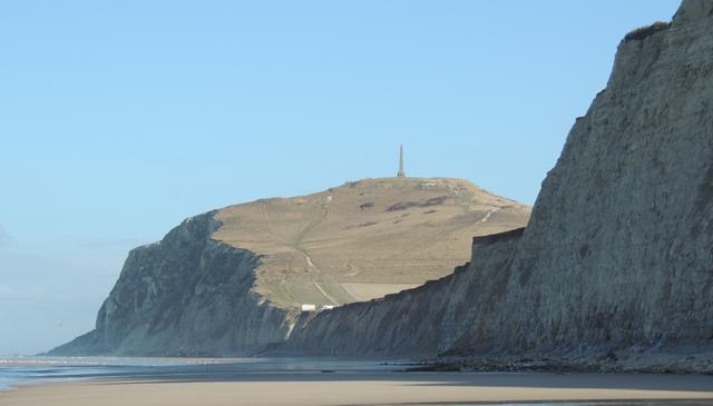 Le Cran d'Escalles et le Grand Blanc-Nez vus depuis la plage en face du Petit Blanc-Nez