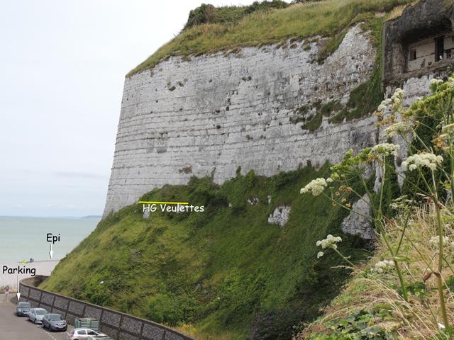 La falaise du parking du casino, vue depuis l'escalier montant au monument à Costes et Bellonte