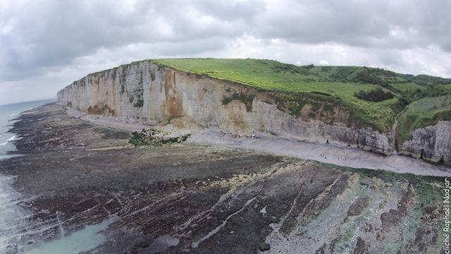 Du Fond d'Etigue (à droite) au Nez de Vaucotte (à gauche) - cliché aérien de R. Nadjar